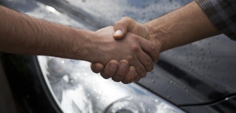 7 rzeczy, które powinieneś zrobić przed zakupem używanego samochodu